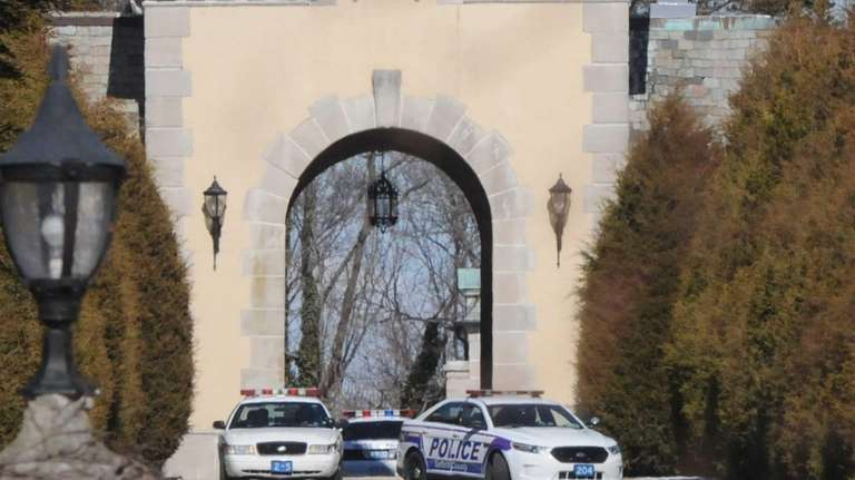 Suffolk County Police block off entrance to Oheka
