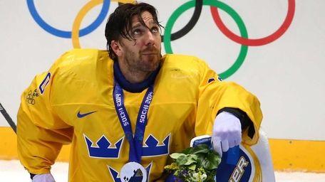 Silver medalist Henrik Lundqvist of Sweden reacts during