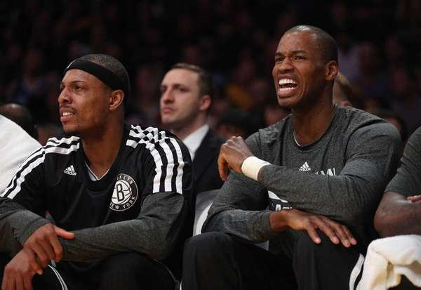Jason Collins, right, yells out from the bench