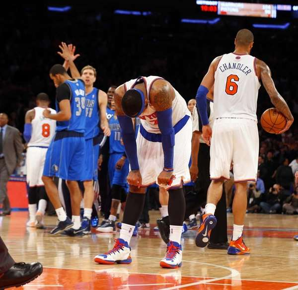 Carmelo Anthony #7 and Tyson Chandler #6 look
