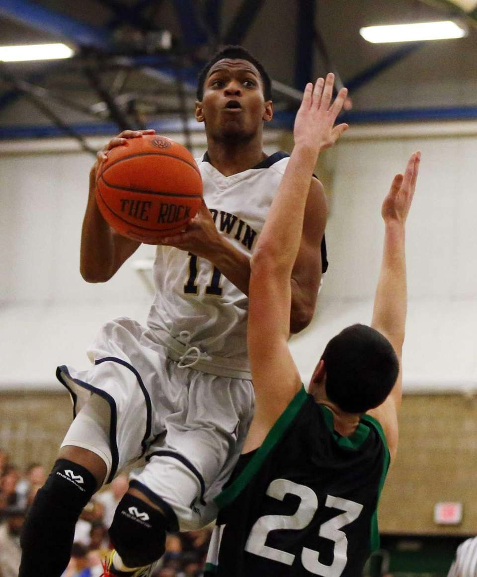 D'Marco Barnes of the Baldwin Bruins goes to
