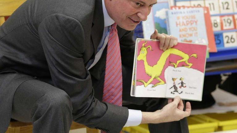 New York City Mayor Bill de Blasio reads