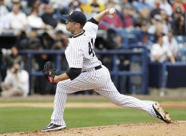 Yankees starting pitcher David Phelps throws a pitch