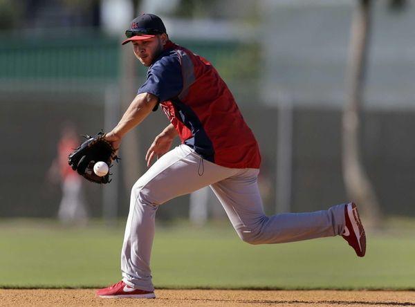 St. Louis Cardinals infielder Jhonny Peralta handles a