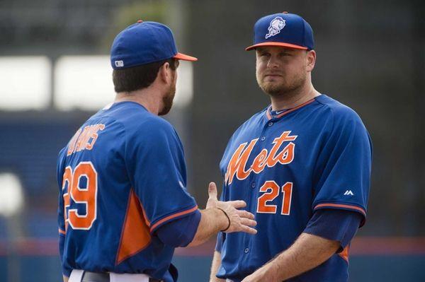 Mets' Ike Davis, left, and Lucas Duda talk
