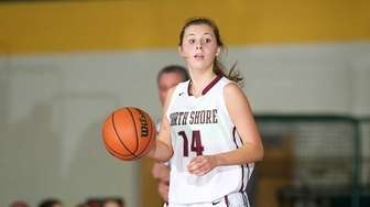 North Shore guard Alexandra Cantwell handles the ball
