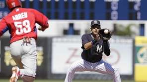 Yankees shortstop Derek Jeter forces out Philadelphia Phillies