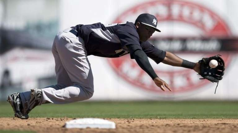 New York Yankees shortstop Eduardo Nunez dives unsuccessfully