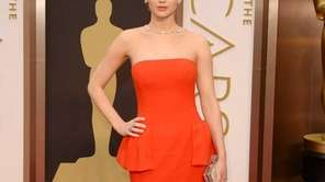 Jennifer Lawrence arrives on the red carpet for