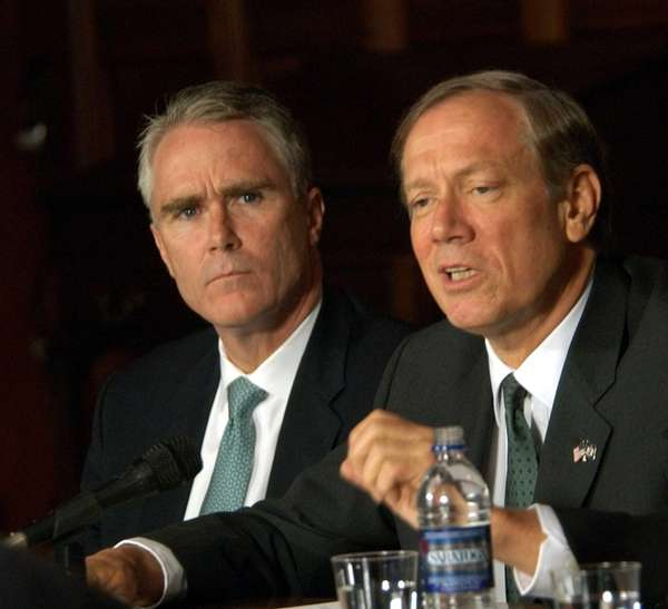 John Cahill, left, listens to then-Gov. George Pataki
