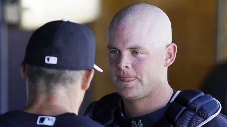 Brian McCann, right, talks with manager Joe Girardi,