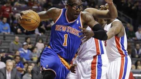 Knicks forward Amar'e Stoudemire drives on Detroit Pistons