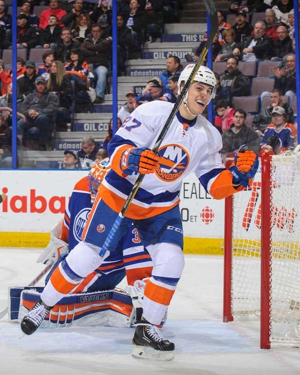 Anders Lee of the Islanders celebrates a goal