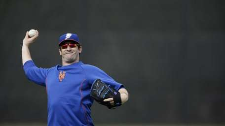 Matt Harvey plays catch during spring training practice