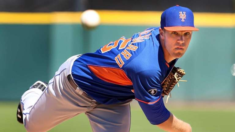 Mets pitcher Noah Syndergaard throws a warmup pitch