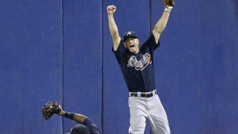 Atlanta Braves left fielder Reed Johnson right, leaps
