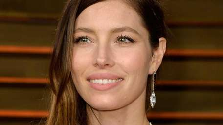 Jessica Biel went Veronica Lake sultry with her
