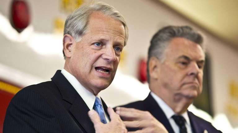 From left, Rep. Steve Israel and Rep. Peter