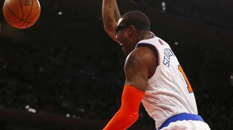 Amar'e Stoudemire dunks the ball in the first