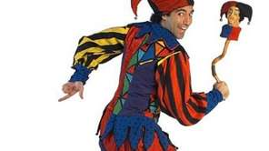 Alex the Jester performs in the medieval tradition