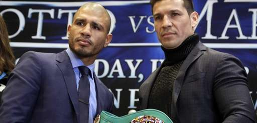 WBC middleweight champion Sergio Martinez, right, of Argentina,