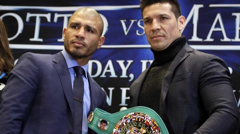 WBC middleweight champion Sergio Martinez, right, of Argentina,