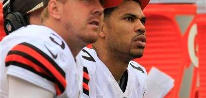 Cleveland Browns quarterback Jason Campbell (17) and quarterback