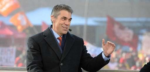 ESPN's Chris Fowler on the set of College