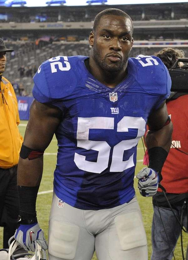 Giants offensive linebacker Jon Beason leaves the field