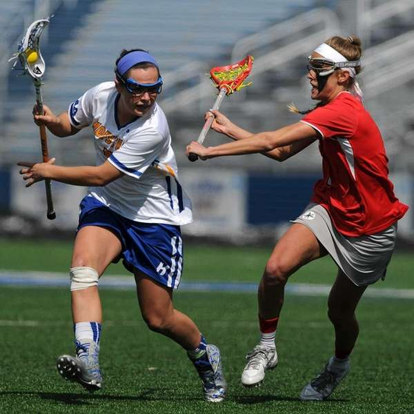Hofstra's Brittain Altomare, left, looks to get past