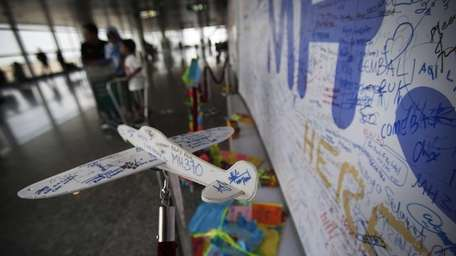 A foam plane with messages and cards dedicated