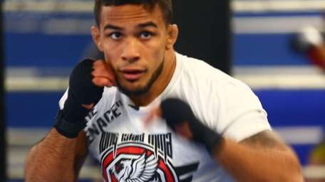 Dennis Bermudez training for UFC 171 on Feb.