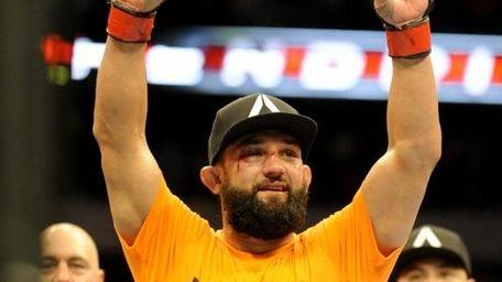 Johny Hendricks celebrates after beating Robbie Lawler during
