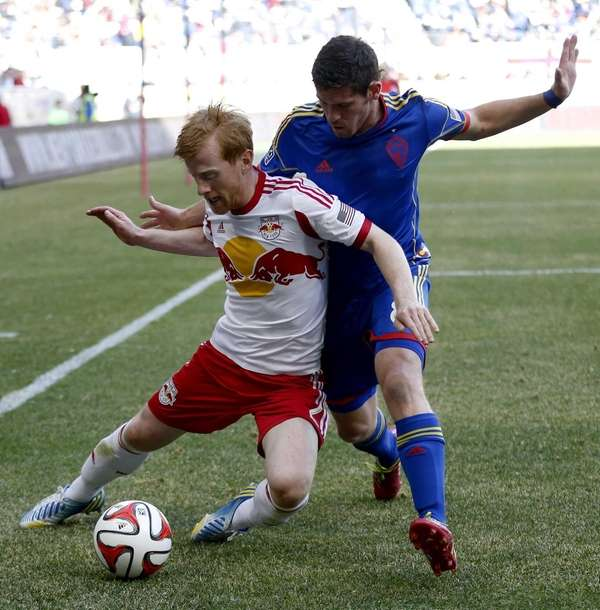 New York Red Bulls defender Richard Eckersley, left,