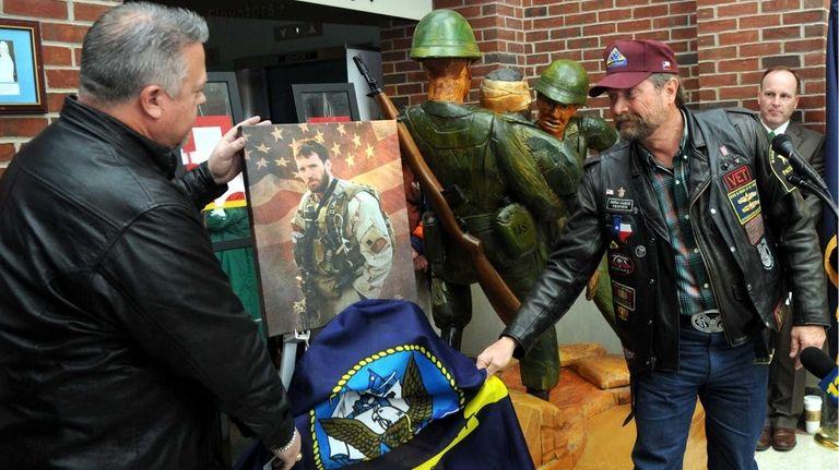 Rick Crabb, right, a North Texas Patriot guard