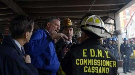 Firefighters with de Blasio.