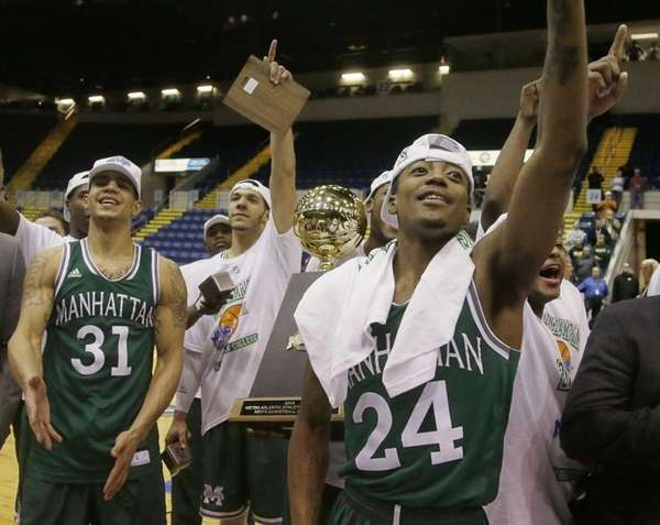 Manhattan guard George Beamon (right, 24) celebrates with