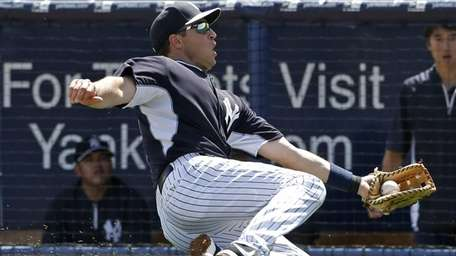 Mark Teixeira makes a sliding catch of a