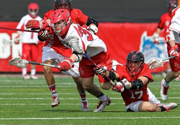 Stony Brook's Kyle Rowe fights off St. John's