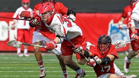 Stony Brook's Kyle Rowe fights off St. John's