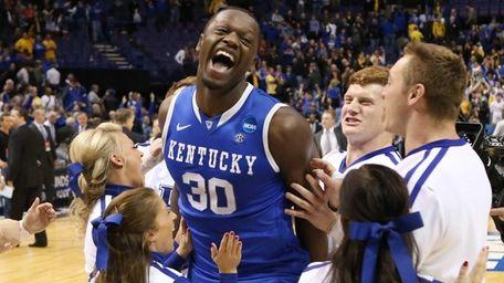 Kentucky forward Julius Randle celebrates with cheerleaders after