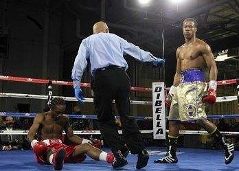 Patrick Day (R) beats Duane King at the