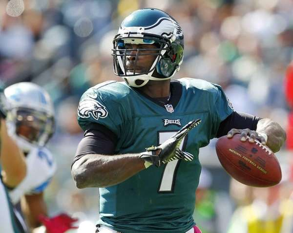 Michael Vick #7 of the Philadelphia Eagles looks