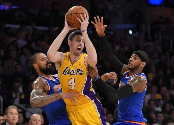 Los Angeles Lakers forward Ryan Kelly, center, tries