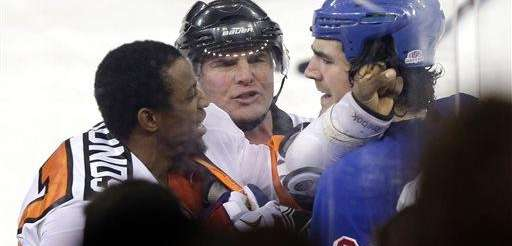 The Philadelphia Flyers' Wayne Simmonds, left, fights with