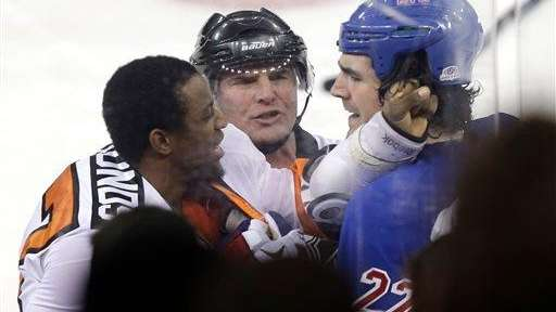 The Philadelphia Flyers' Wayne Simmonds, left, fights with