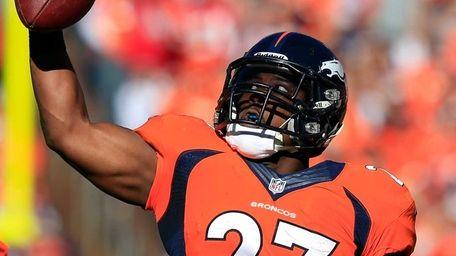 Knowshon Moreno #27 of the Denver Broncos catches