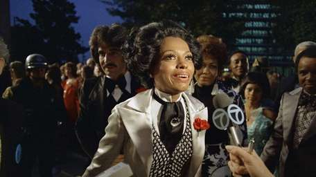 Diana Ross arrives at the 45th Academy Awards