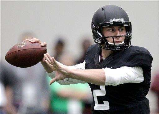 Texas A&M quarterback Johnny Manziel passes the ball