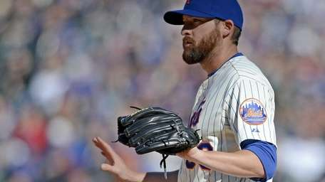 Mets pitcher Bobby Parnell stands on the mound